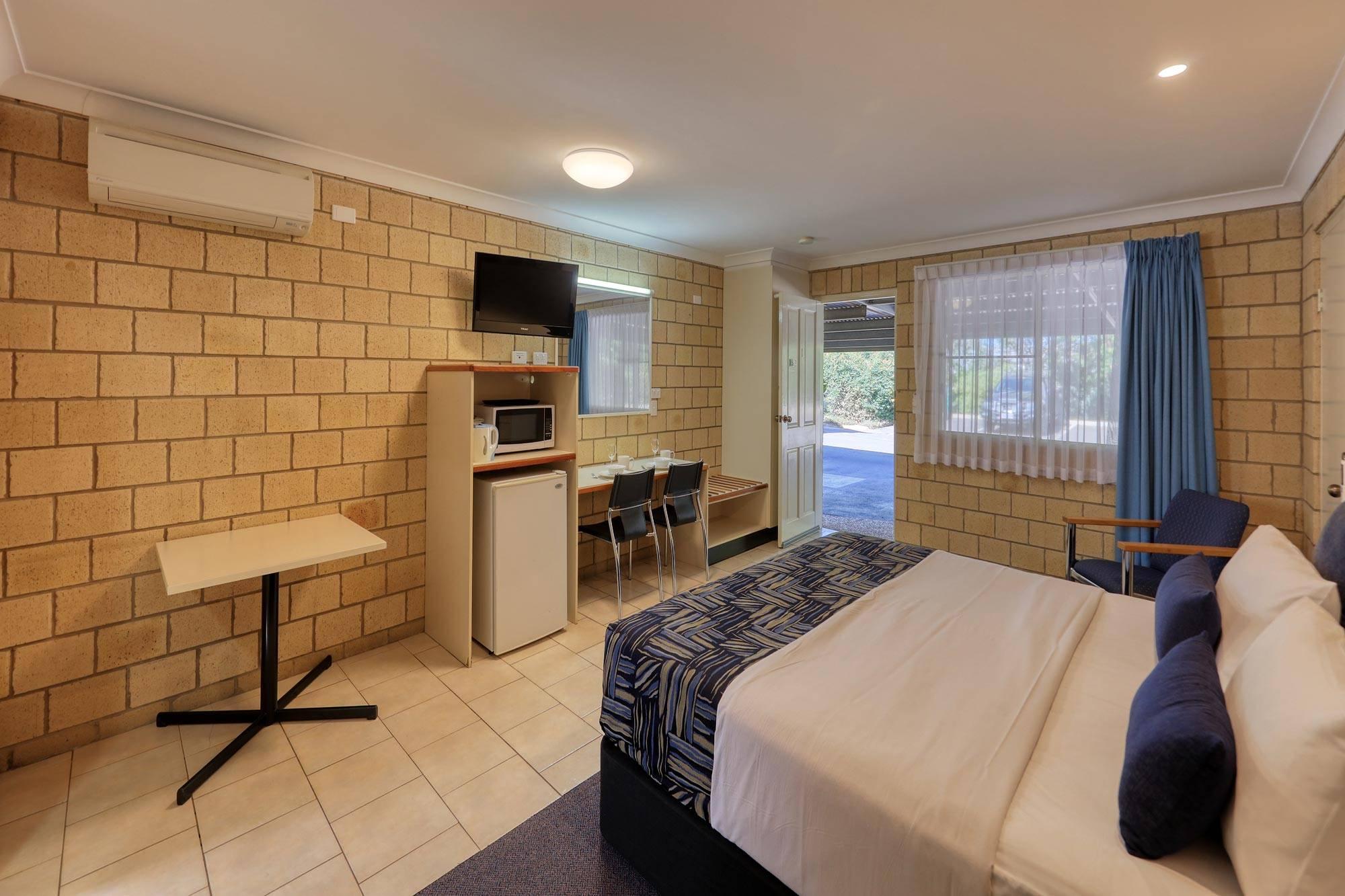 st-george-motel-disabled-king-room (2)