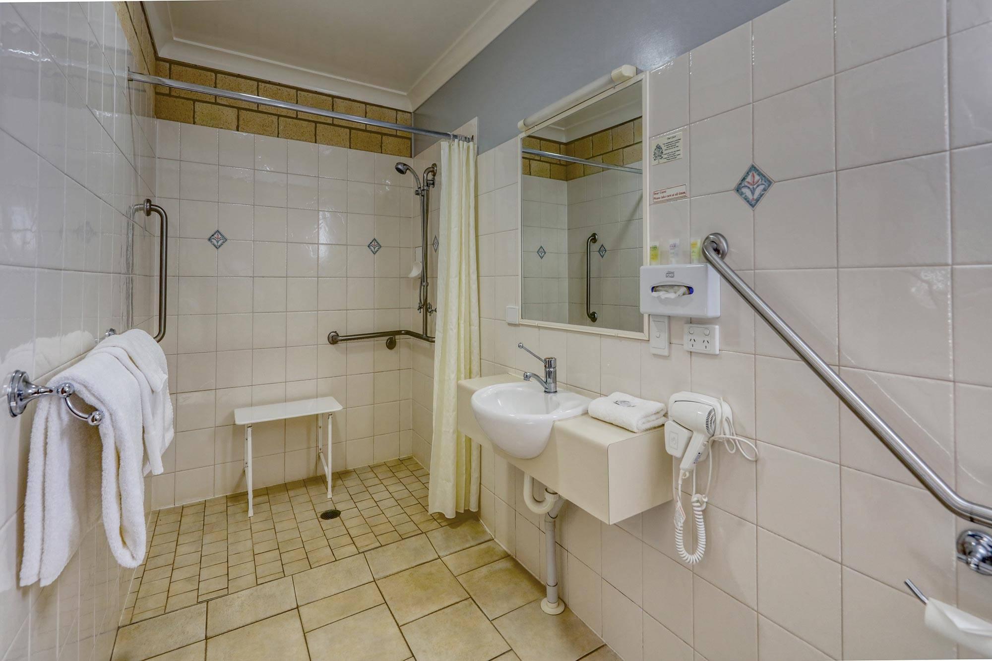 st-george-motel-disabled-king-room (3)