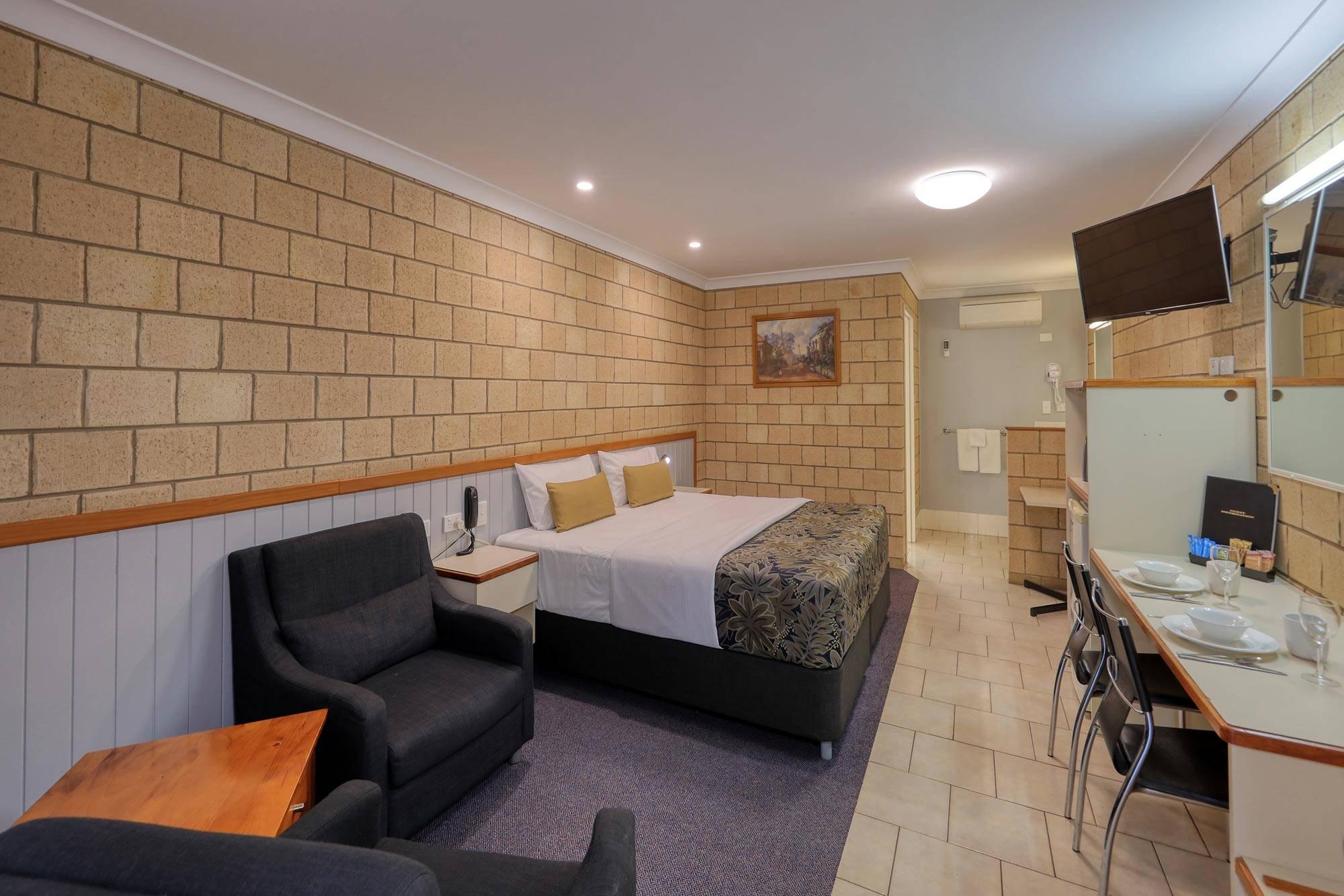 st-george-motel-executive-king-room-(2)