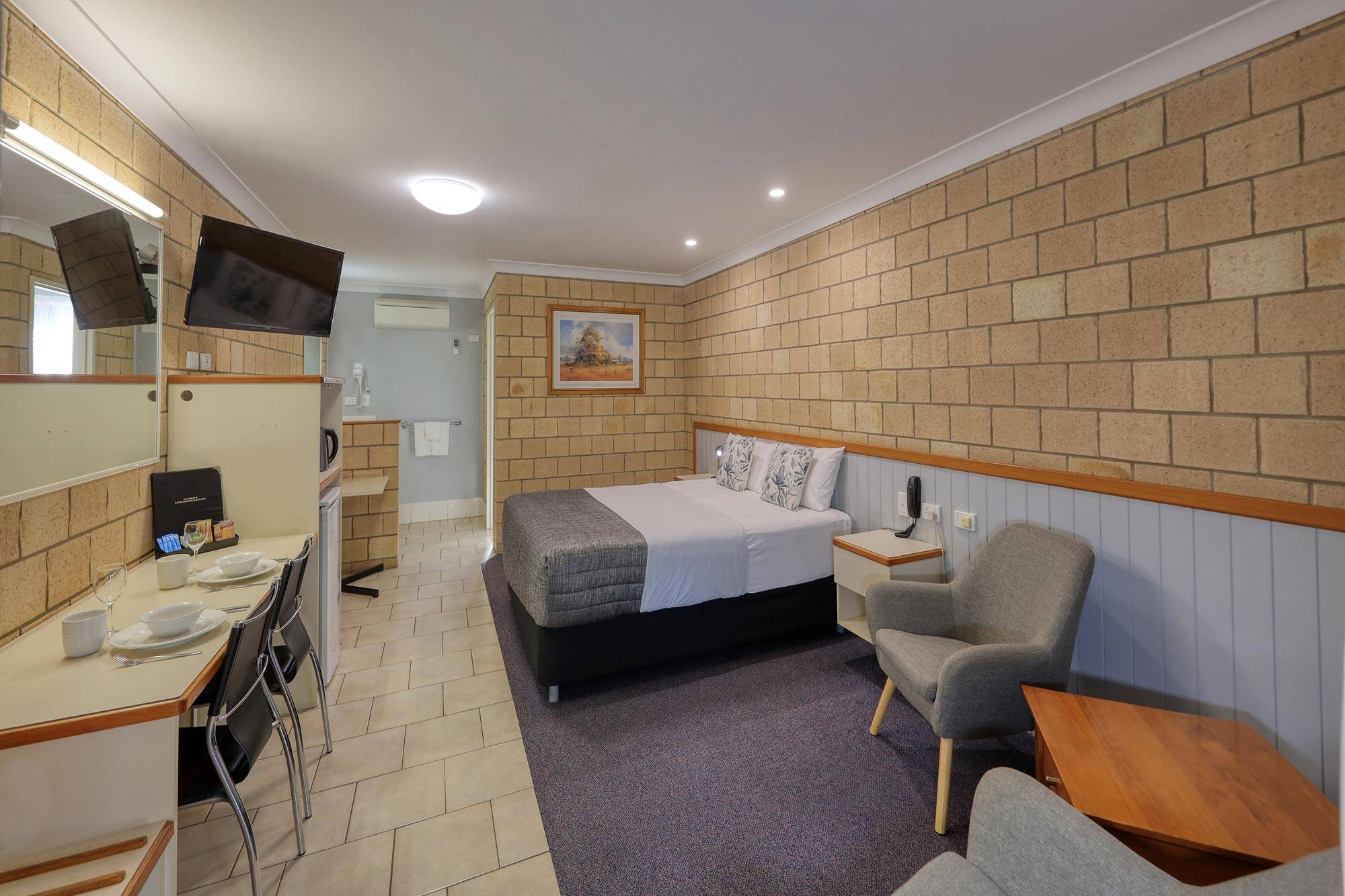 st-george-motel-executive-queen-room-(2)