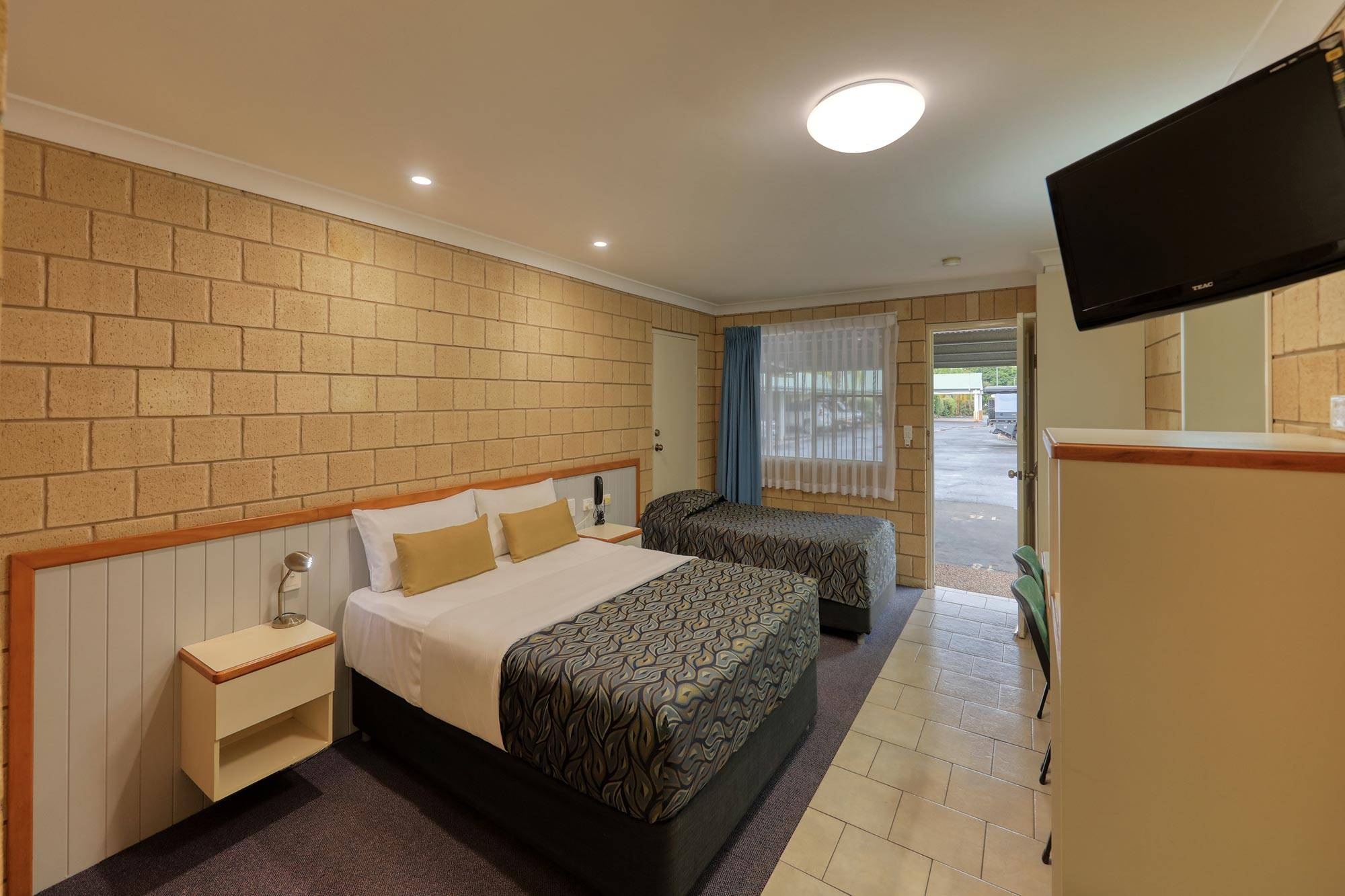 st-george-motel-executive-twin-share-room-queen-and-king-single