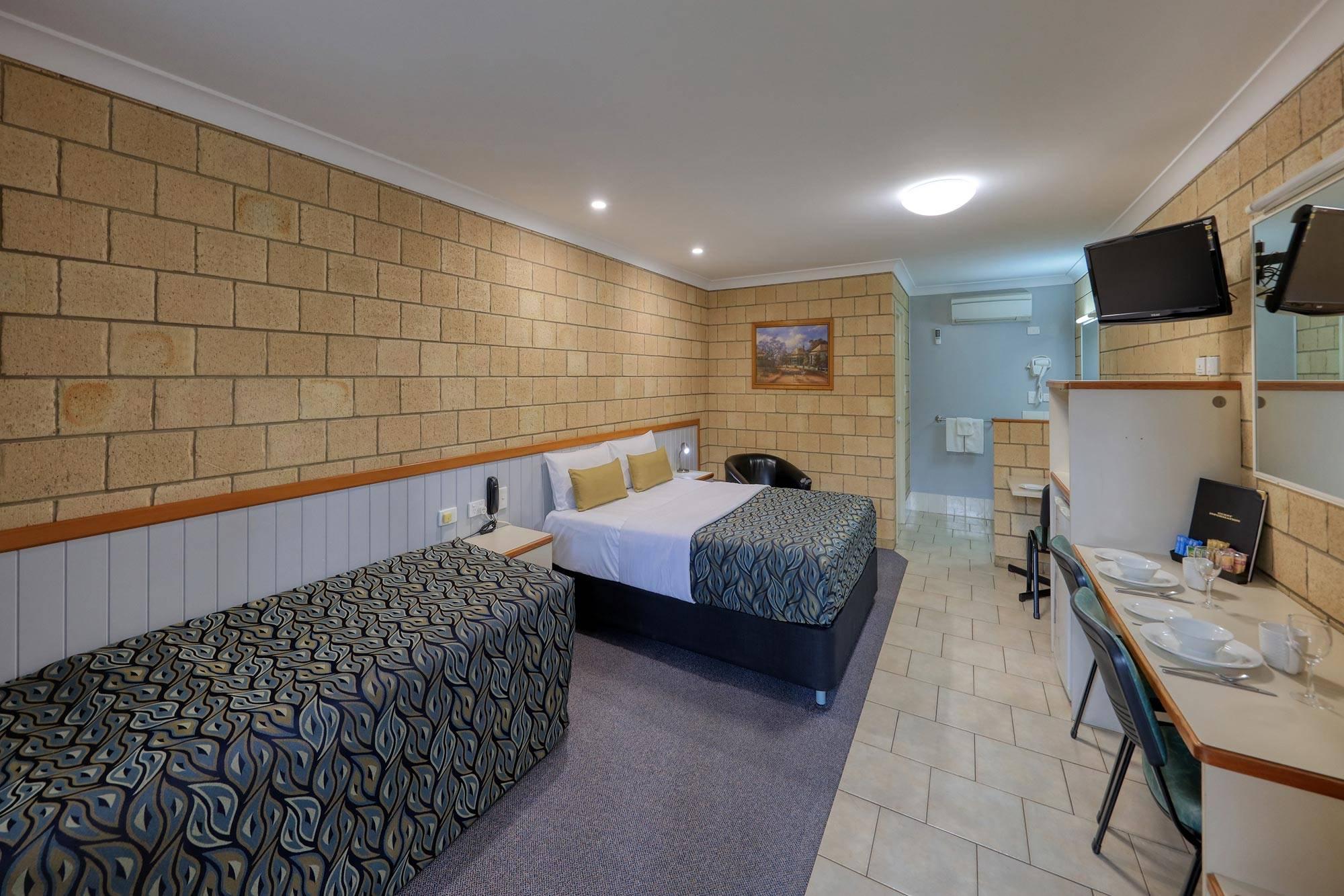 st-george-motel-family-room-(1)